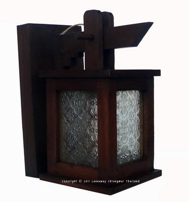 โคมไฟไม้สักติดผนัง กระดิ่งสี่เหลี่ยมสั้นกระจกขาว