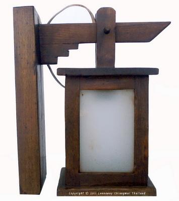 โคมไฟไม้สักติดผนัง กระดิ่งสี่เหลี่ยมสั้นกระจกฝ้า