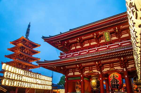 วัดโคมไฟญี่ปุ่น สีแดง วัดเซ็นโซจิ